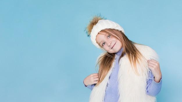 Menina elegante posando de moda Foto gratuita