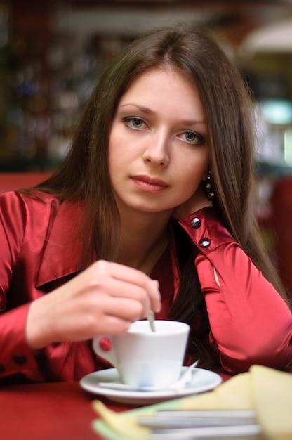 Menina, em, café Foto Premium