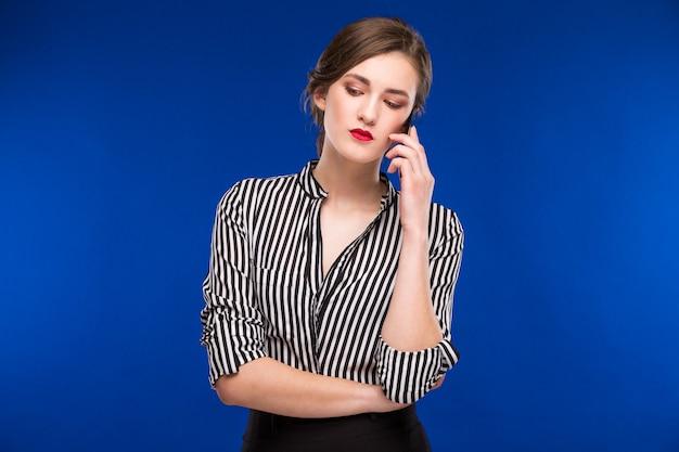 Menina, falando, telefone Foto Premium