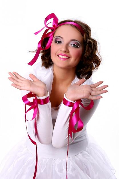 Menina linda jovem boneca Foto gratuita