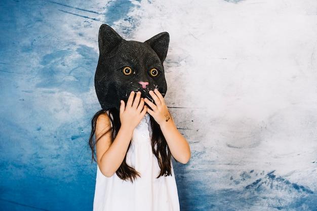 Menina no chapéu do gato Foto gratuita