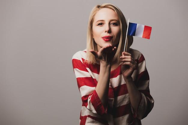 Menina segura bandeira francesa Foto Premium