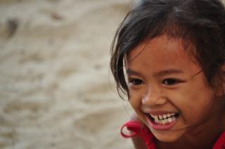 Menina, sorrindo, bulata Foto gratuita
