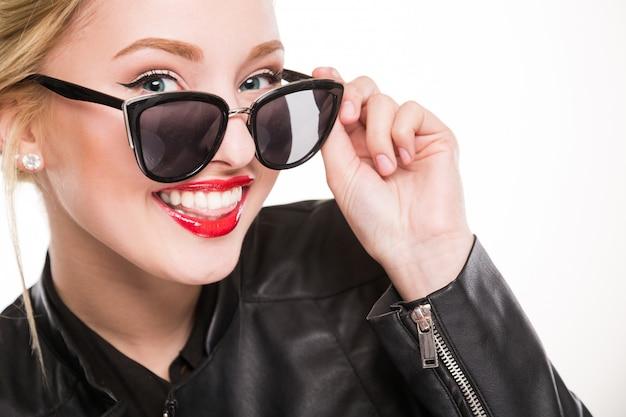Menina, sorrindo, com, maquiagem, óculos Foto Premium