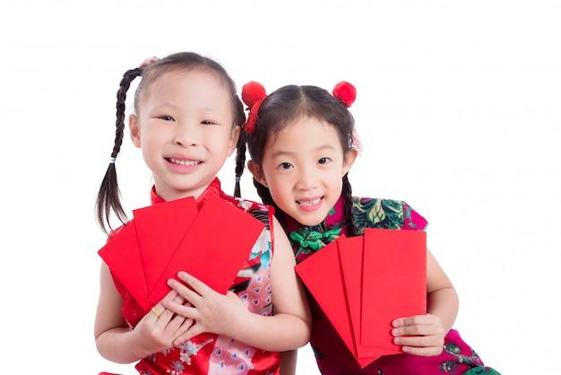 Meninas chinesas no vestido tradicional de cor vermelha Foto Premium