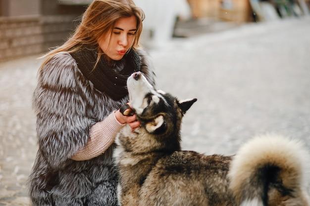 Meninas, com, cão Foto gratuita