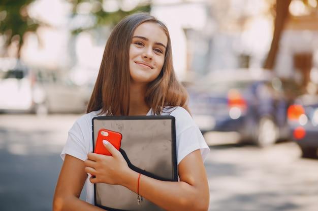 Meninas com laptop Foto gratuita