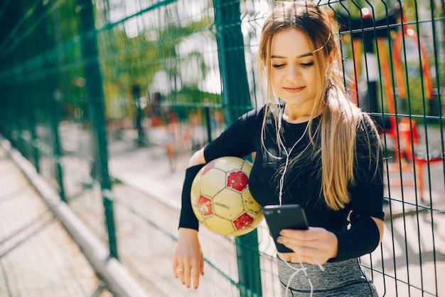 Meninas de esportes em um parque Foto gratuita