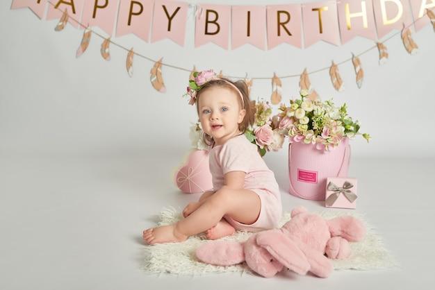 Meninas do primeiro aniversário, decoração nas cores rosa Foto Premium