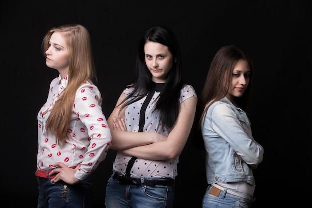Meninas irritadas Foto gratuita