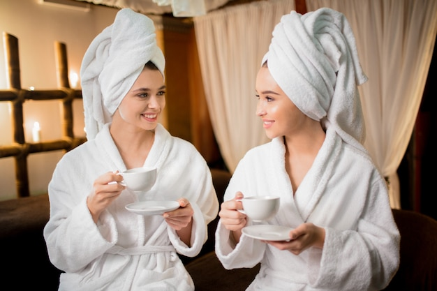 Meninas na sauna Foto gratuita