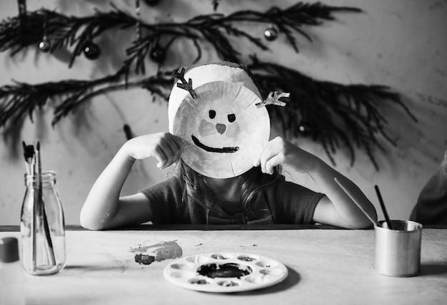 Menininha, desgastar, um, rena, máscara Foto gratuita