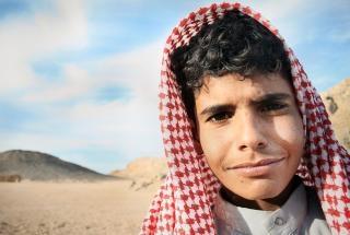 Menino beduíno egípcio Foto gratuita