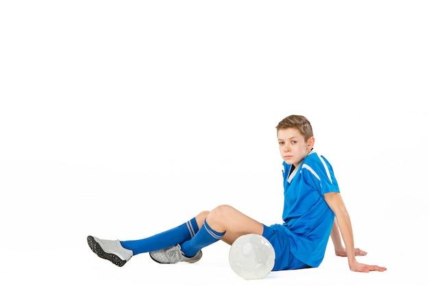 Menino com bola de futebol Foto gratuita