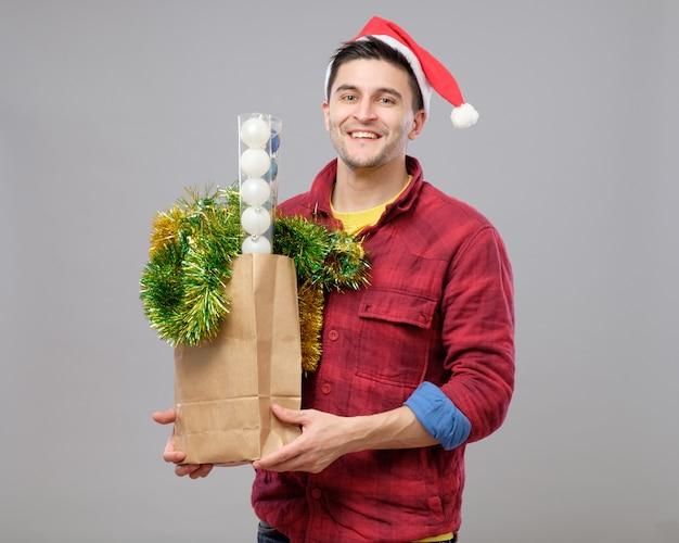 Menino hippie no chapéu de natal Foto Premium
