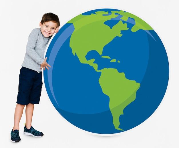 Menino jovem, abraçando, planeta, terra Foto Premium
