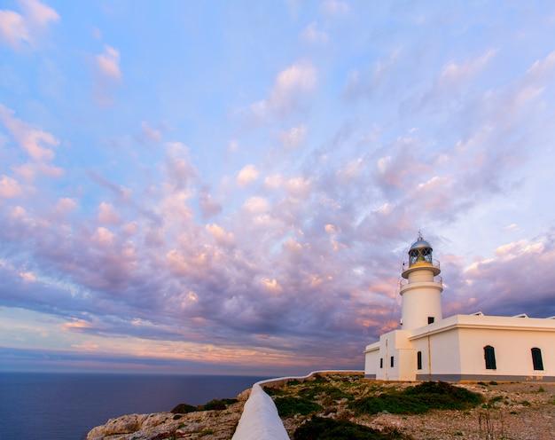Menorca pôr do sol no farol de faro de caballeria Foto Premium
