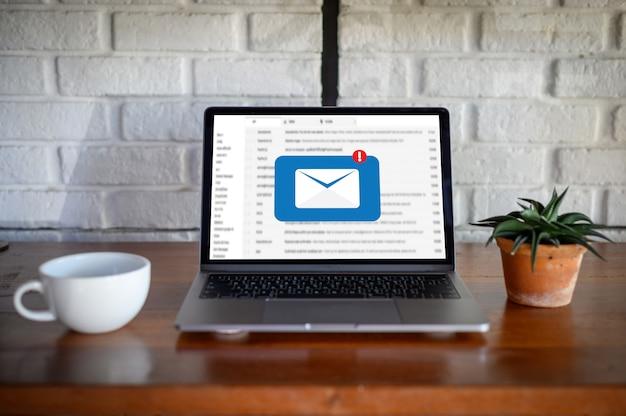 Mensagem de conexão de comunicação de email Foto Premium