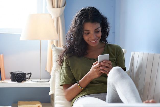 Mensagens de texto para amigos Foto gratuita