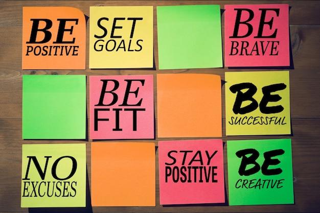 Mensagens positivas com quadrados coloridos Foto gratuita