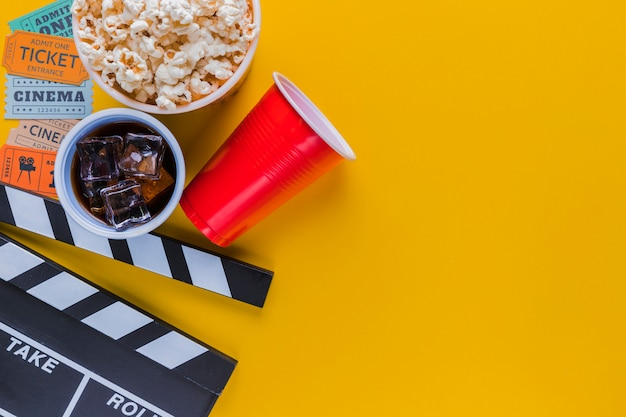 Menu de cinema com claquete Foto gratuita