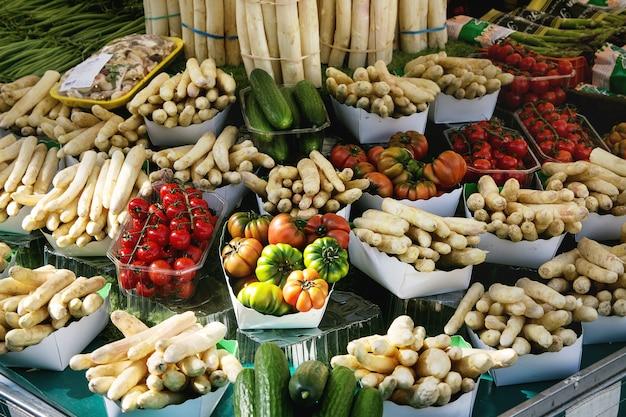 Mercado de agricultores parisienses Foto Premium