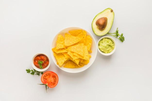 Mergulhando nacho chips Foto gratuita