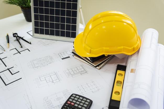 Mesa de arquitetos solar energy powered home green para reduzir o aquecimento global. Foto Premium