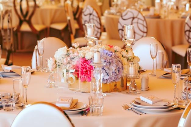 Mesa de casamento para convidados Foto gratuita