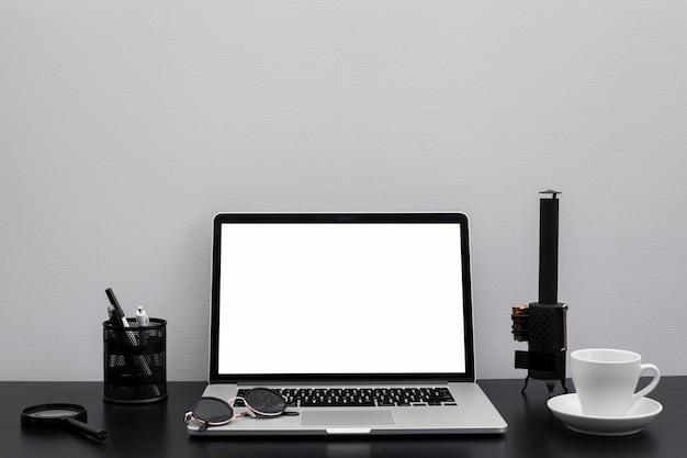 Mesa de escritório ainda vida Foto gratuita