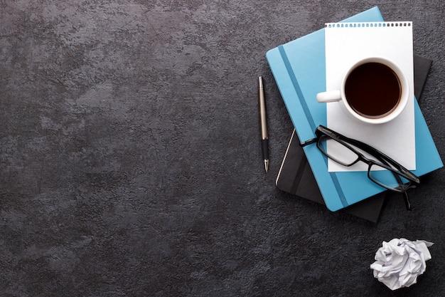 Mesa de escritório moderna Foto Premium
