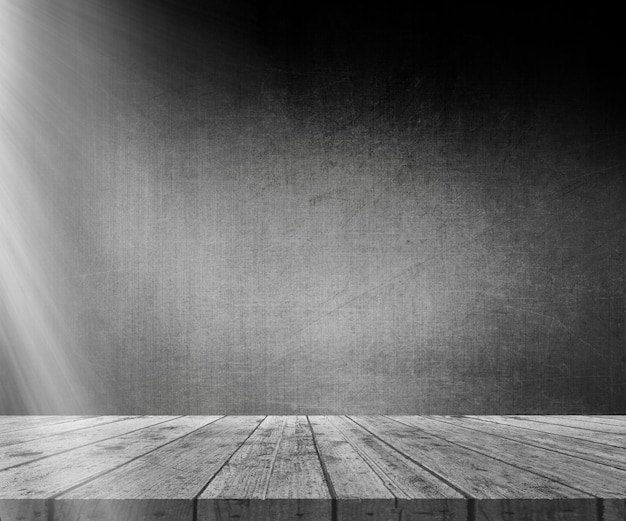 Mesa de madeira 3d contra a parede do grunge com luz brilhando a partir da esquerda Foto gratuita