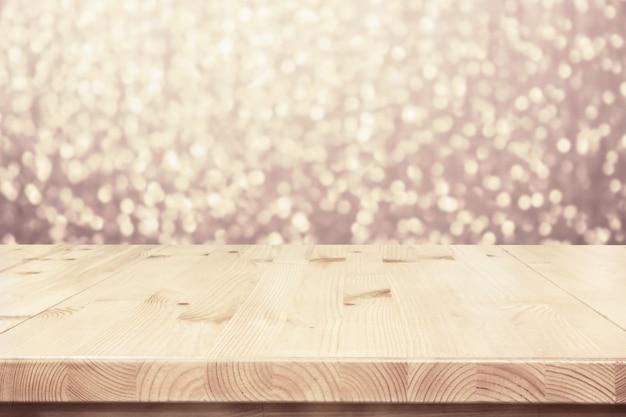 Mesa de madeira de luz vazia, balcão com cenário de festa de luzes desfocadas bokeh Foto Premium
