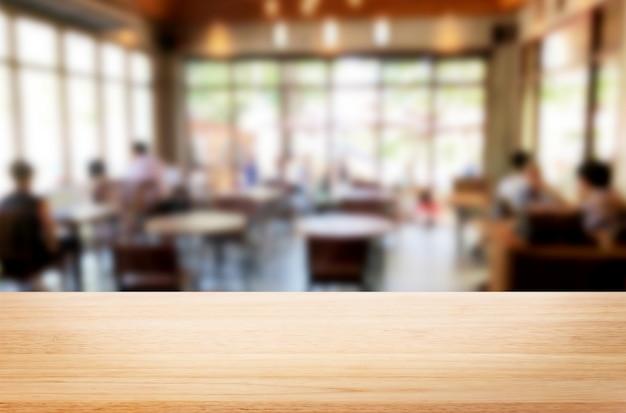 Mesa de madeira marrom e cafetaria Foto Premium