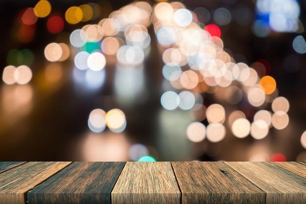 Mesa de madeira na frente turva fundo, bokeh Foto Premium