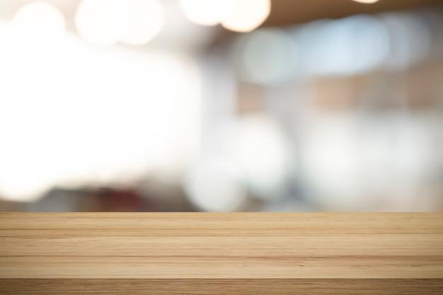 Mesa de madeira vazia para o produto atual na cafeteria desfocar o fundo. Foto Premium