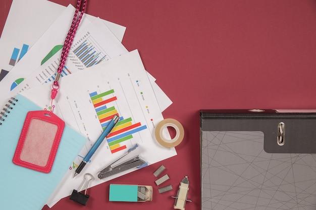 Mesa de mesa de escritório plana leigos, vista superior. fundo do espaço de trabalho Foto gratuita