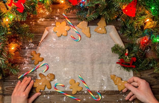 Mesa de natal com biscoitos de gengibre Foto Premium