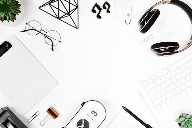 Mesa de negócios de vista superior em maquete de espaço de trabalho branco Foto Premium