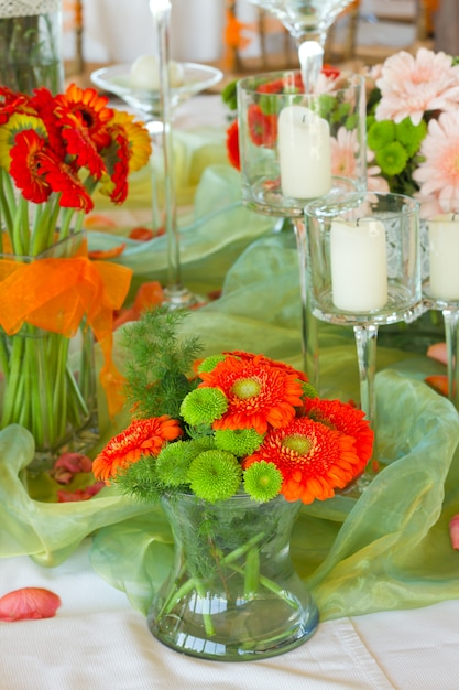 Mesa decorada com flores Foto Premium