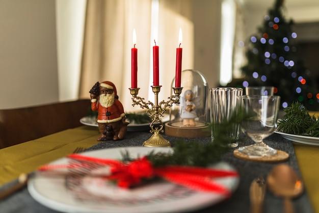 Mesa decorada para o natal Foto gratuita