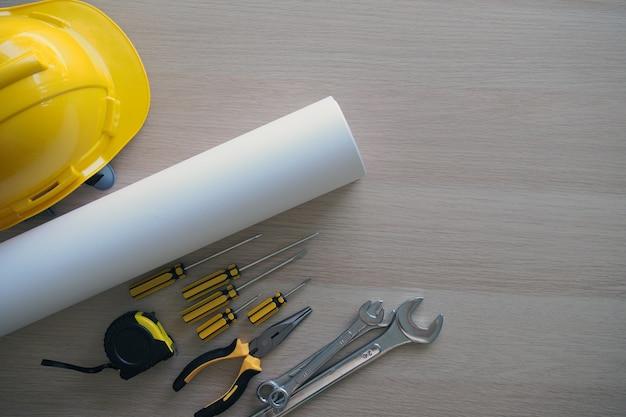 Mesa do contratado e equipe de engenharia Foto Premium