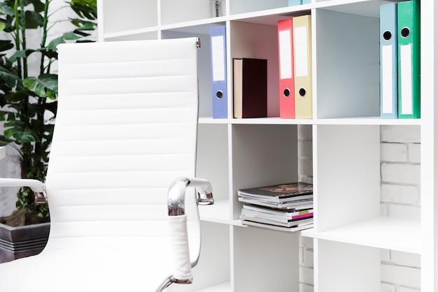 Mesa minimalista moderna de close-up Foto gratuita