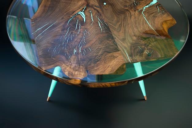 Mesa moderna feita à mão em nogueira Foto Premium