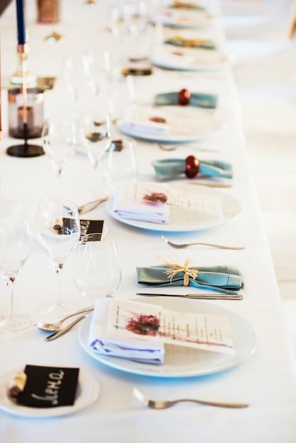 Mesa servida para um banquete Foto Premium