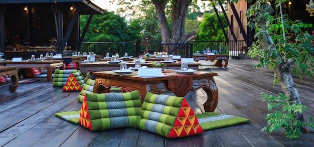 Mesas de recepção de banquete clássico tailandês clássico Foto Premium