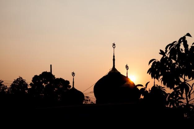 Mesquita de silhueta. Foto Premium