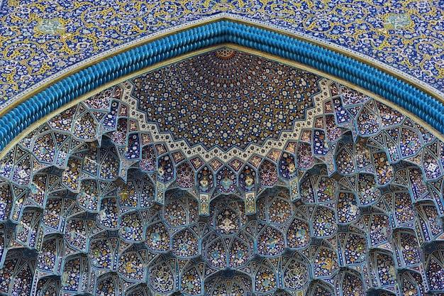 Mesquita na praça naqsh-e jahan em isfahan, irã Foto Premium