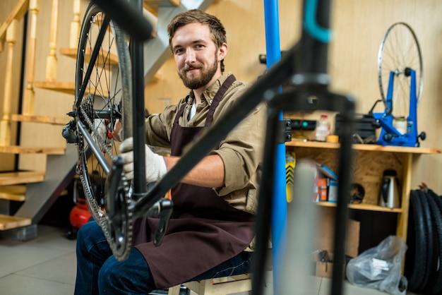 Mestre de bicicletas Foto gratuita