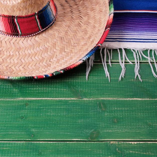 México cinco de maio fiesta madeira fundo sombrero mexicano Foto Premium